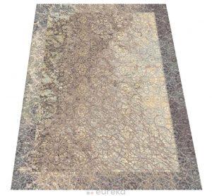 dywan beżowy podłoga